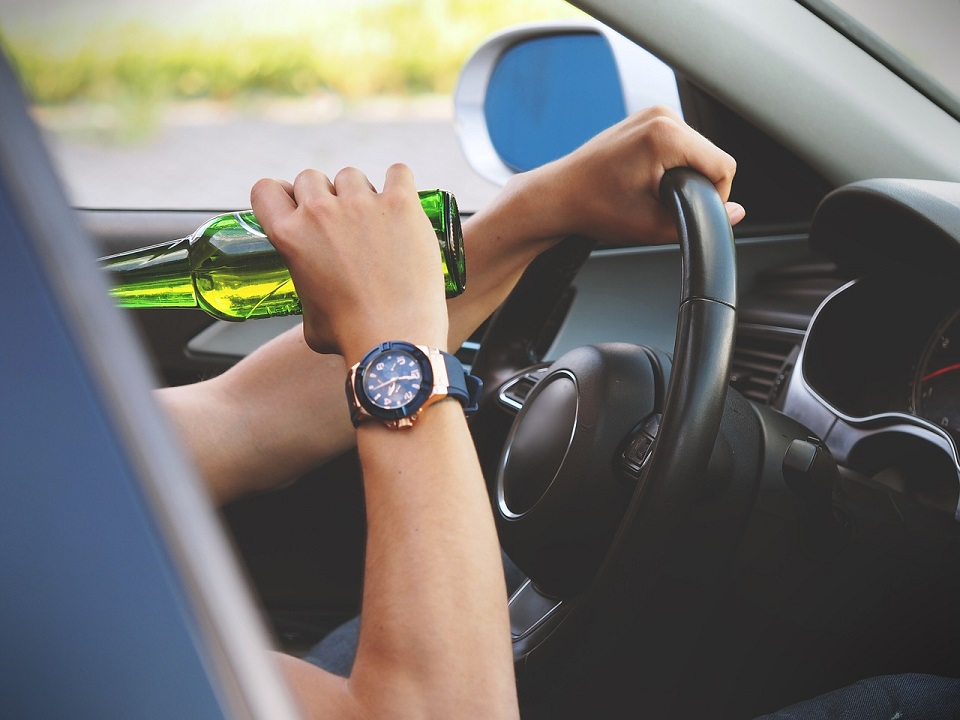 driver drinking beer while driving
