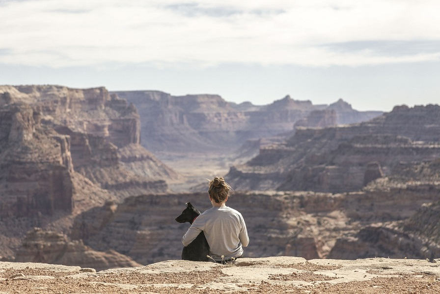 woman with dog in the grand canyon