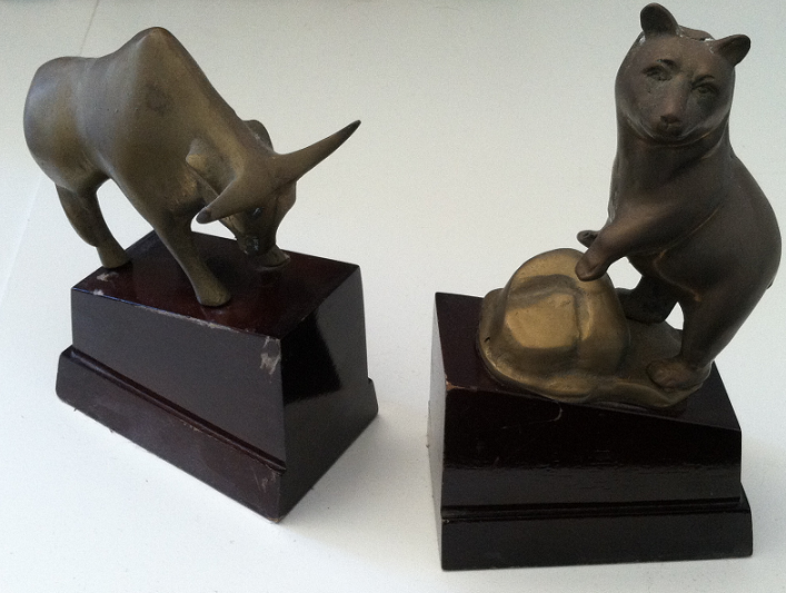 bull and bear mini statues