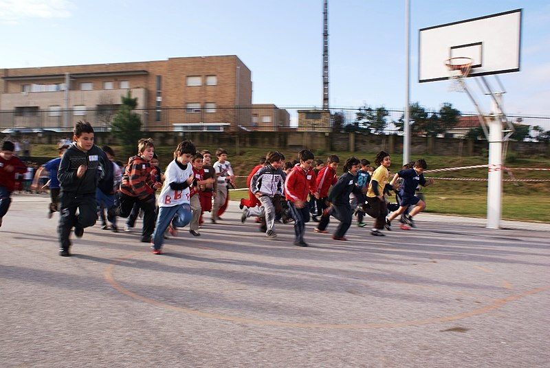 kids running in school physical education